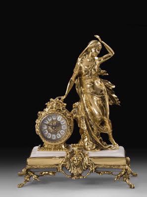 Tượng thiếu nữ đứng và chiếc đồng hồ để bàn Virtus-5410