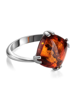 Nhẫn bạc với màu hổ phách tự nhiên có màu cognac