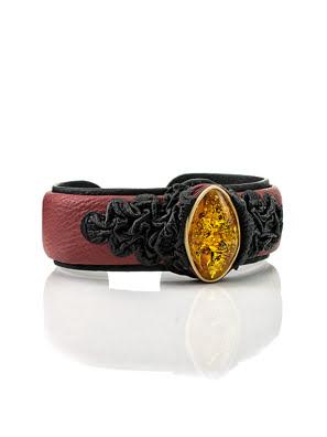Vòng đeo tay làm bằng da, trang trí bằng hổ phách
