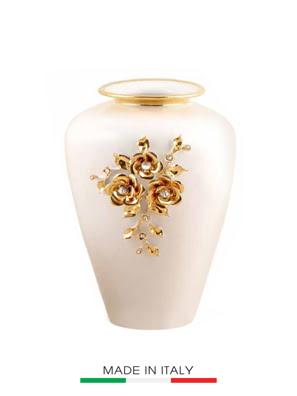 Bình hoa trắng phủ vàng có tay cầm gắn hoa mạ vàng nhỏ BC-ST754.1-BO