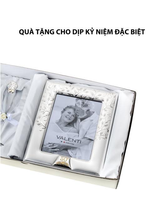 Đồ trang trí  quà tặng cuộc sống kỉ niệm 50 năm đám cưới vàng (2 ly thủy tinh + khung ảnh 13x18) mạ bạc hiệu VALENTI  - 16525